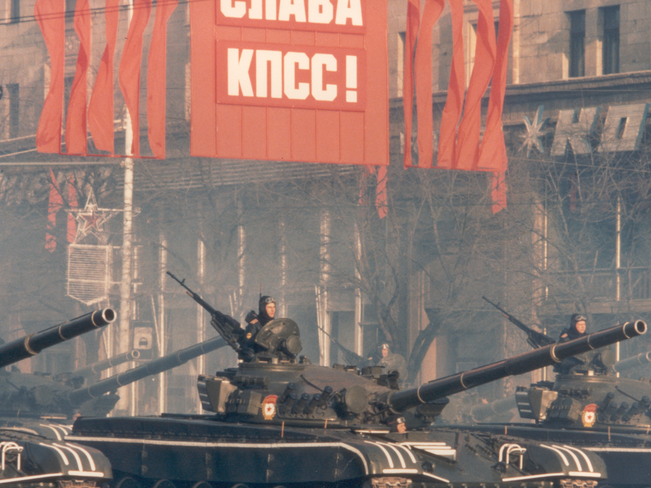 Military parade forming part of the celebration of the October Revolution celebration in 1983. Source: Thomas Hedden on Wikimedia Commons, Public domain.