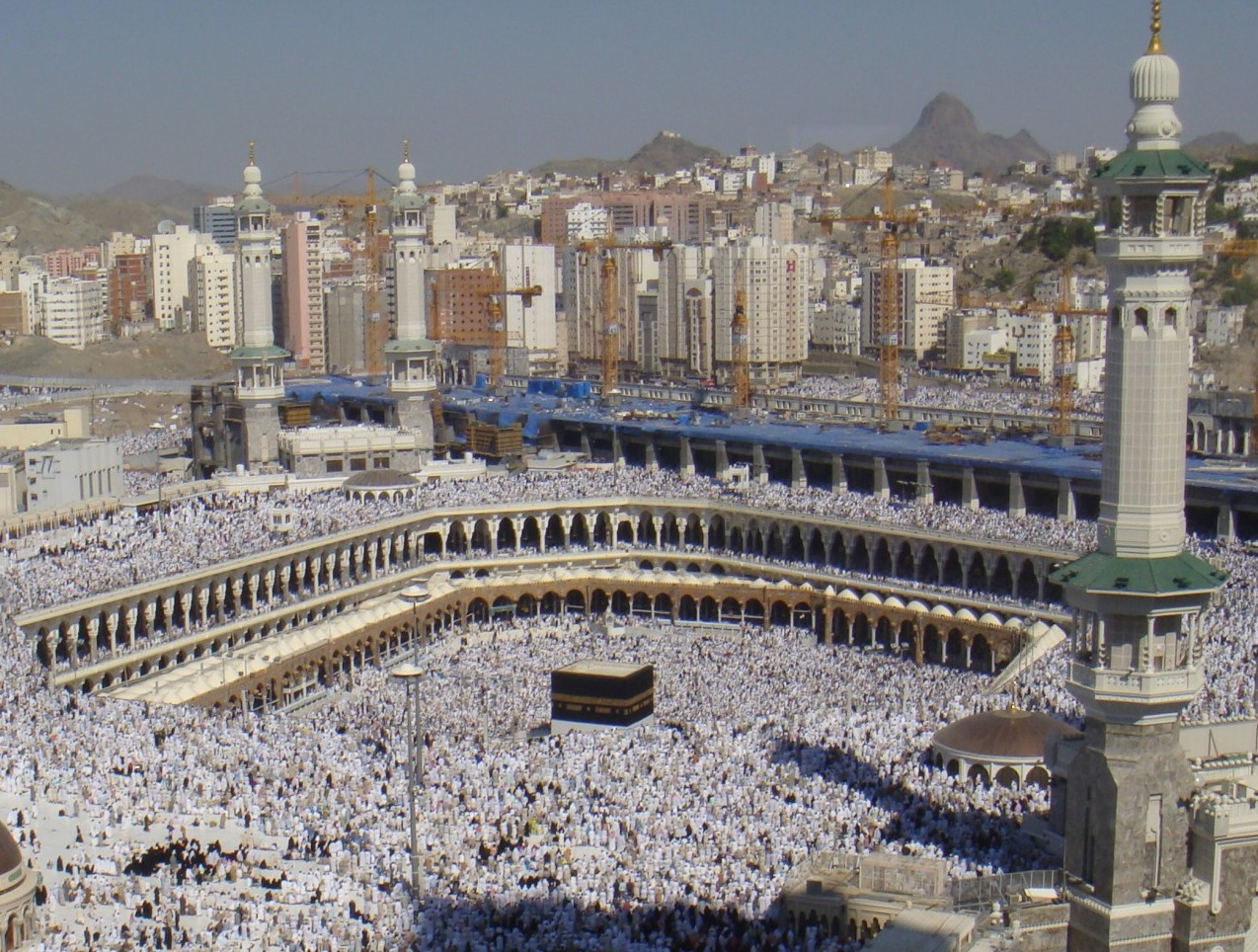 Al-Haram Mosque at the start of Hajj (2008). Source: Al Jazeera English, on Flickr. CC BY-SA 2.0.