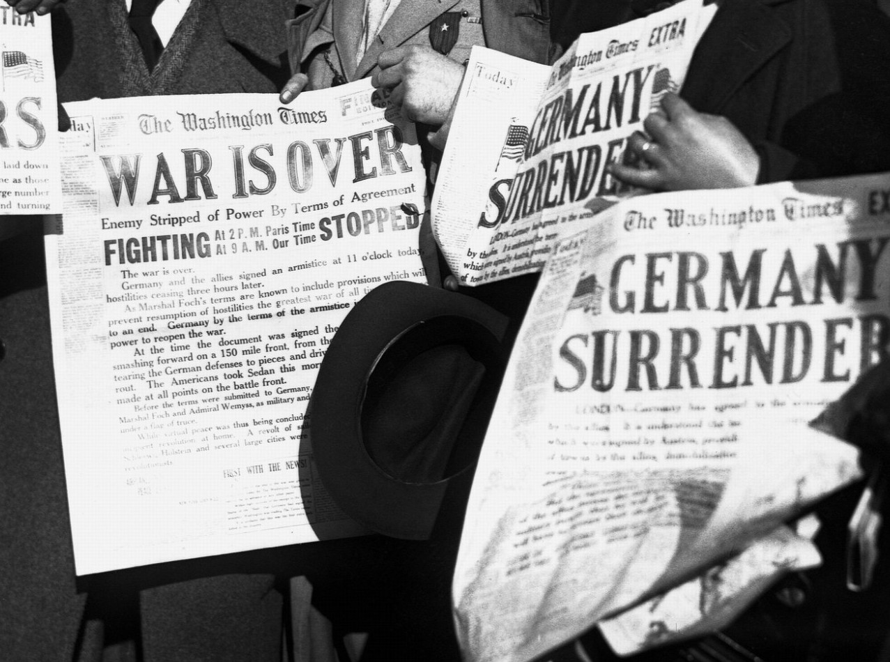 Newspapers announce the surrender of Germany, November 8, 1918.Source: Flickr, Public Domain