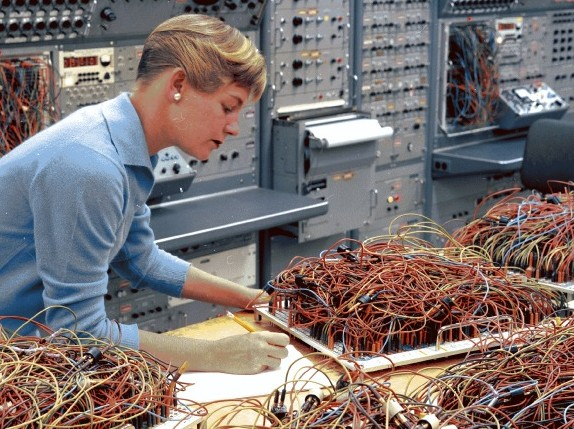 Engineer Karen Leadlay in Analog Computer Lab 1964. Source: San Diego Air and Space Museum, Flickr - The Commons